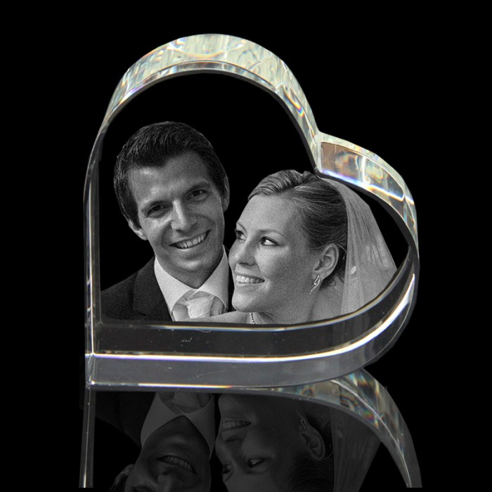 3d Photo Crystal Engraving Heart On Side (80 X 80 X 40mm